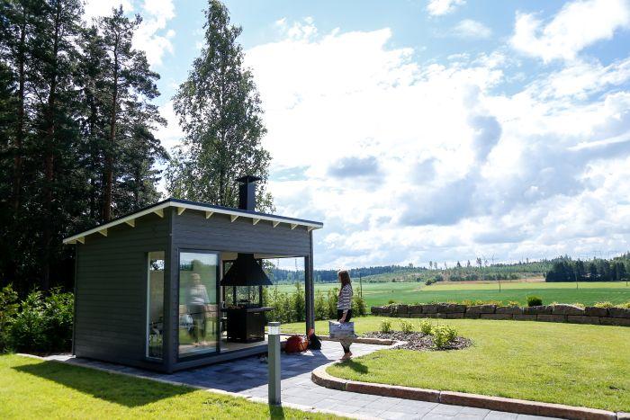 Huone1 moderni kesäkeittiö 12 m2 peltomaisemissa