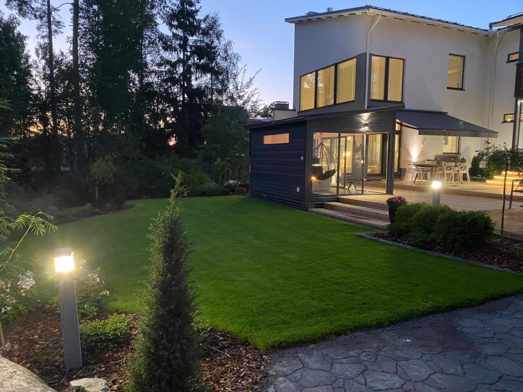 Moderni Huone1 lasitettu Pihahuone sopii moderniin puutarhaan